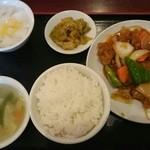 中華料理 東海飯店 - 酢豚定食