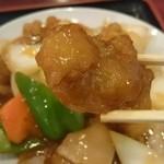 中華料理 東海飯店 - 酢豚アップ