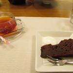 モトマチ ティモ - ガトーショコラ・紅茶