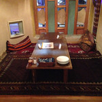 キャラヴァンサライ包 - ちょいと奥まったテーブル席