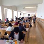 スカイラウンジ暁 - 明るく広い食事スペース