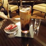 バンブー - アイス・コーヒーとベルギーのビスケット