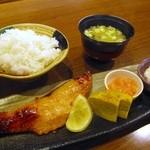 うをくら - 料理写真:鮭のゆうあん焼定食