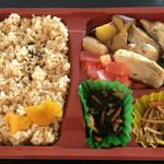 スマイル キッチン - 若鶏のガーリックバター焼き玄米弁当 @700円