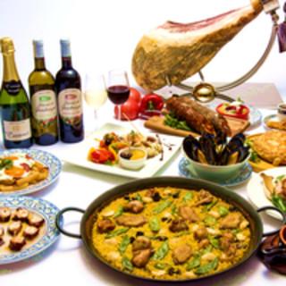 スペイン産ハム、タパスやワインも!