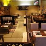 串揚げ専門店 浪漫亭 - リニューアル後の店内。お座敷とテーブル席を両方あります!