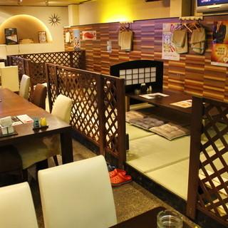 オシャレな雰囲気で落ち着いた空間を提供。座敷席も好評!