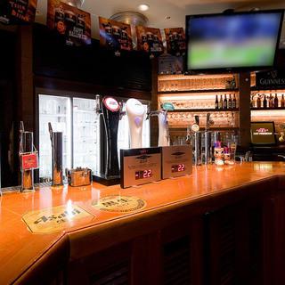 広々とした店内はテレビを2台設置!観戦もできるビアレストラン