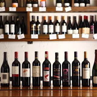 世界各地からセレクトした50〜100種のワインを