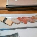 47918092 - 握り 焼きサーモン、ハマチ、マグロ、赤エビ、玉子