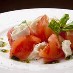 水牛モッツァレラとトマト