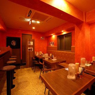 2階・3階はファミリーや宴会利用にも人気のテーブル席あり!