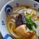 47930369 - ◆しっぽくうどん・・具材は「湯葉」「焼き麩」「お味の付いた椎茸」「かまぼこ」「三つ葉」など。                       こちらの麺は私のを半分足しましたので、量が多くなっています。