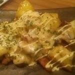 プラチナフィッシュ神谷町 TEPPANバル - 十勝ポテトのラクレットチーズ焼き