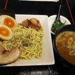 一刀竜 - 一刀竜濃厚つけ麺バジル仕立て:780円