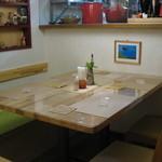 ピカポロンツァ - ガラス越しに厨房が見えるキッチン横の席
