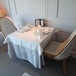 アロマフレスカ - 格調高いテーブル。