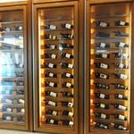 アロマフレスカ - アロマフレスカ の入口前にあるワイン庫。