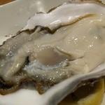 ジャパニーズキュイジーヌ 佐藤 - デカくておいしい牡蠣。