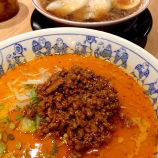一番亭 - 料理写真:特製醤油ラーメンと熱烈タンタン麺(2016.02現在)