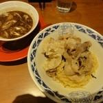 らーめん亀王 - 肉黒醤油つけ麺(あご節・並盛)