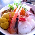 龍宮館 - 海鮮丼 2200円