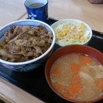 吉野家 - 牛丼並+サラダ+豚汁 610円