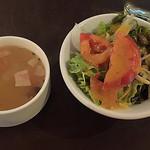 47943434 - 前菜のサラダとスープ