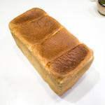 ブルドック - 料理写真:ロイヤル食パン 620円