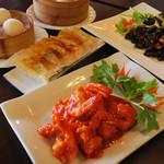 餃子物語 - 店名は「餃子物語」だけど、きくらげと野菜炒め、海老チリなど美味しい料理が