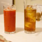 アガぺ カーザ マナカ - ブラッドオレンジジュースとジンジャーエール(辛口)を。どちらも濃くて美味。