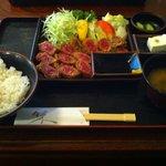 カツ・ステーキ専門店 さわや - 牛カツ定食 (1900円)