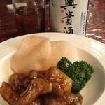 ホテル紅葉館 - 料理写真:酢豚。付いていた揚げ煎が口直しや酒のアテに良い。