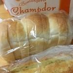 シャンドール - 料理写真:米食パンとガーリックフランス