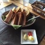 カスミ - ランチのパン  おかわりできるシステム。 バターやジャムも無しでもおいしい。