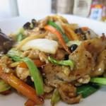 茅ヶ崎ひだまり食堂 - 豚肉ときくらげとたまごの炒めアップ