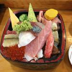 寿司処やぐら - 料理写真:ランチ限定のちらし鮨(1,404)