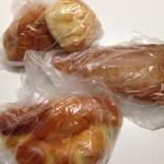 47963897 - 奥からなんかパン、メロンパン(サンライズ?)                       リーフ、クリームぱんo(^▽^)o