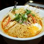 スクンビット・ソイ・トンロー - 中細ウェーブ麺
