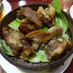 栄記香辣坊 - 豚足の醬油煮込み