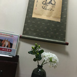 札幌かに本家 - 落ち着いた個室 生花いけてます