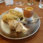 エスパイ クック コウベ - 牡蠣フライ、里芋のアーモンド揚げ、自家製ホットマユネーズ添え