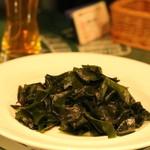 驛の食卓 - 若芽をゴマ油でいためたシンプル料理