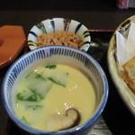 天ぷら なが田 - 手前定食の茶碗蒸し 奥小鉢はまぐろフレークの生姜風味