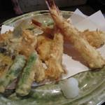 天ぷら なが田 - 決してカリカリではないがしっとりさらりとした揚がりは油切れ抜群でいくらでも食べられる