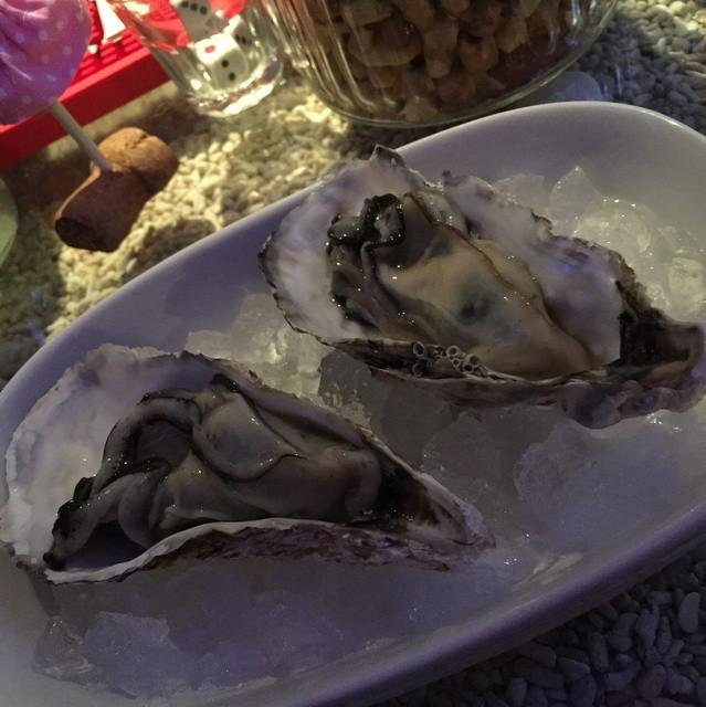 99円で牡蠣が食べられるお店 蘭鋳 - 仲見世ハシゴしナイト(1品と1杯で750円相当)の生牡蠣・兵庫県産2016年2月