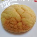 リヨンみるく館 - 料理写真:ゴールデンメロンパン ¥150+税