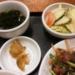 レストハウス・キング - わかめスープ、サラダ、ザーサイ【2016.2】