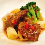 萬珍樓 - 和牛モモ肉と蓮根のXO醬炒め