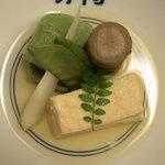 480572 - 炊き合わせ 六種(ゆば・うど・蓬麩・新牛蒡・きぬさや・木の芽)